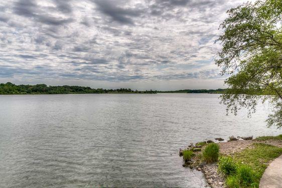 Lake Zorinsky Real Estate