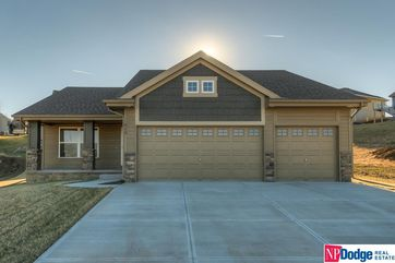 Photo of 913 Arlene Circle Papillion, NE 68133 - Image 9