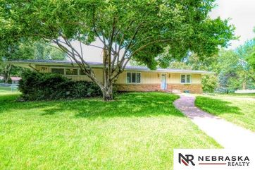 Photo of 11604 Pacific Street Omaha, NE 68154