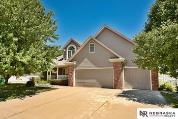 Photo of 705 Fall Creek Road Papillion, NE 68133