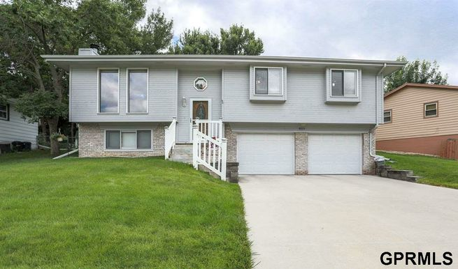 8225-Walnut-Lane-Ralston-NE-68127