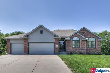 Photo of 8104 S 101 Street La Vista, NE 68128
