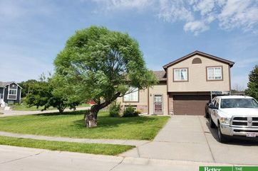 Photo of 1005 Mesa Circle Papillion, NE 68046