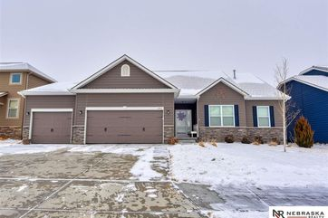 Photo of 4514 Brook Circle Papillion, NE 68133