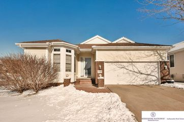 Photo of 17216 Walnut Plaza Omaha, NE 68130