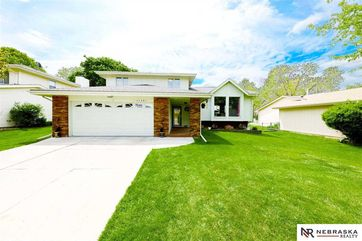 Photo of 11541 Taylor Street Omaha, NE 68164