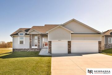 Photo of 10517 Rosewater Parkway Bennington, NE 68007