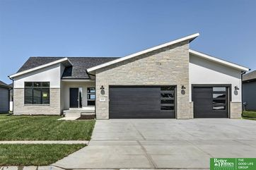 Photo of 3432 Tree Line Drive Lincoln, NE 68516