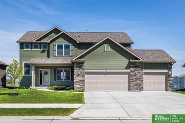 Photo of 4502 Brook Circle Papillion, NE 68133