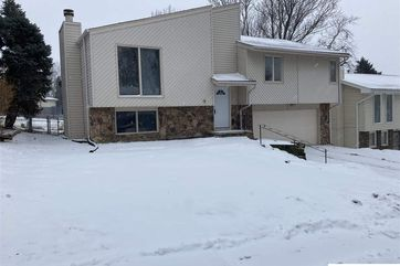Photo of 10921 Crown Point Avenue Omaha, NE 68164