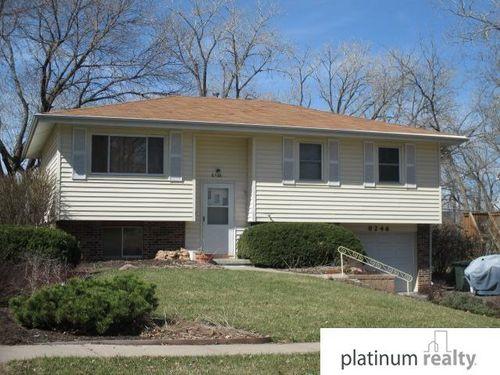 8246 Walnut Lane Ralston, NE 68127