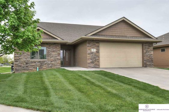 217 Traders Pointe Circle Council Bluffs, IA 51501