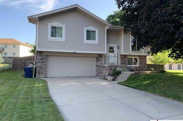 124 Cedar Circle Bellevue, NE 68005 - Image 1