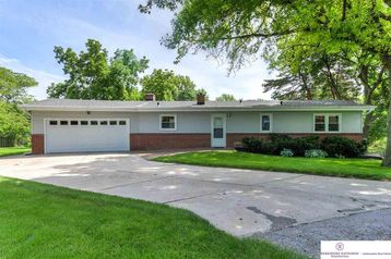9902 Pinehurst Circle Omaha, NE 68124 - Image 1