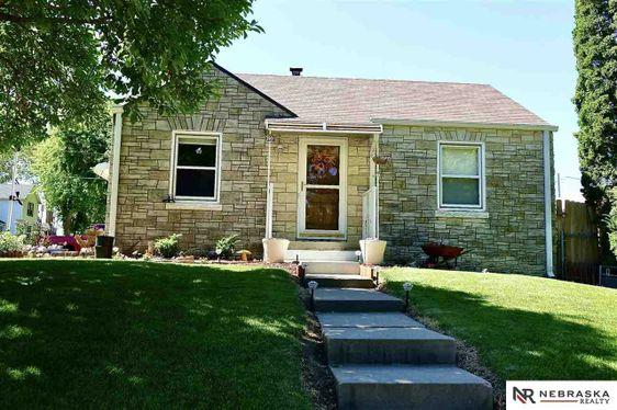 3901 V Street Omaha, NE 68107