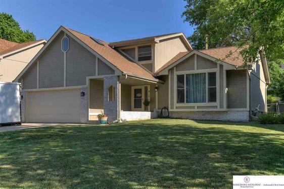 810 Redwood Lane Papillion, NE 68046
