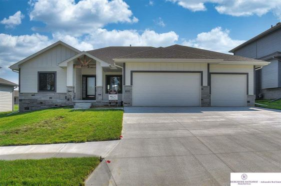 18815 Grand Avenue Elkhorn, NE 68022