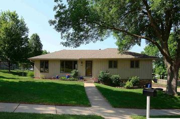 11657 Meredith Avenue Omaha, NE 68164 - Image 1