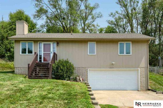 1305 Rock Bluff Avenue Plattsmouth, NE 68048