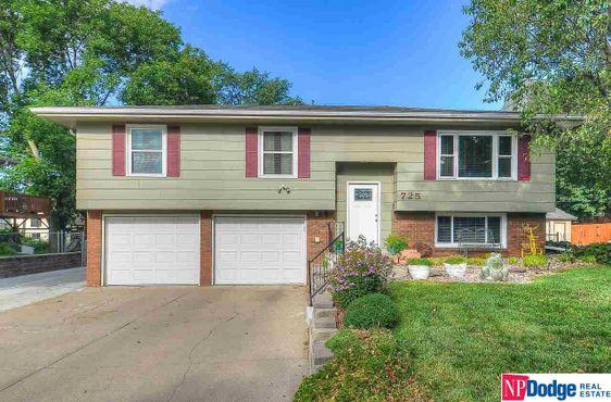 725 N 10 Avenue Blair, NE 68008