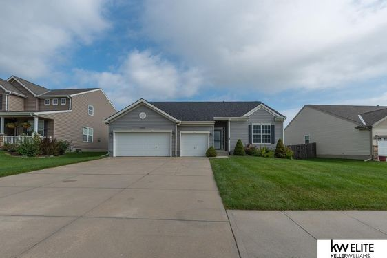 15652 ROSEWATER Parkway - Photo 2