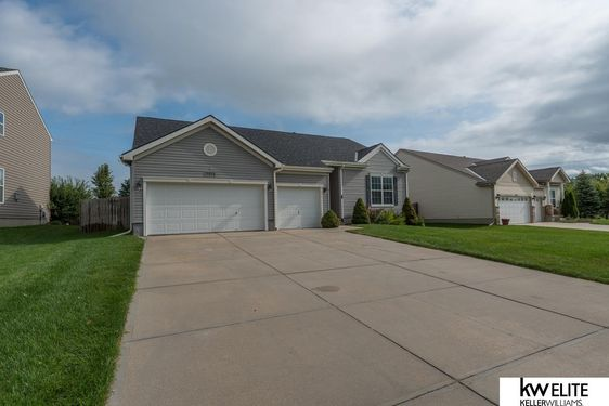 15652 ROSEWATER Parkway - Photo 3