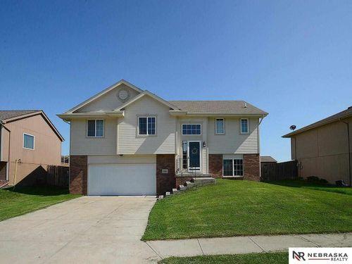 4404 Waterford Avenue Bellevue, NE 68123