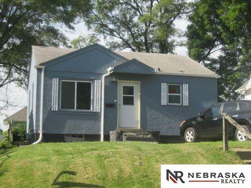 3731 Maple Street Omaha, NE 68111