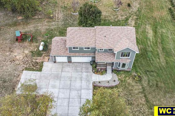 5263 Hillcrest Drive - Photo 2