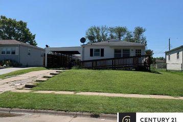 6057 H Street Omaha, NE 68117 - Image